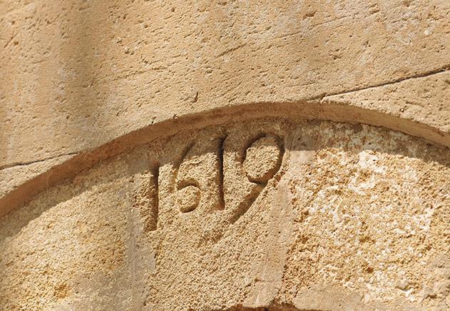 Pierre de 1619 au Château Bonisson